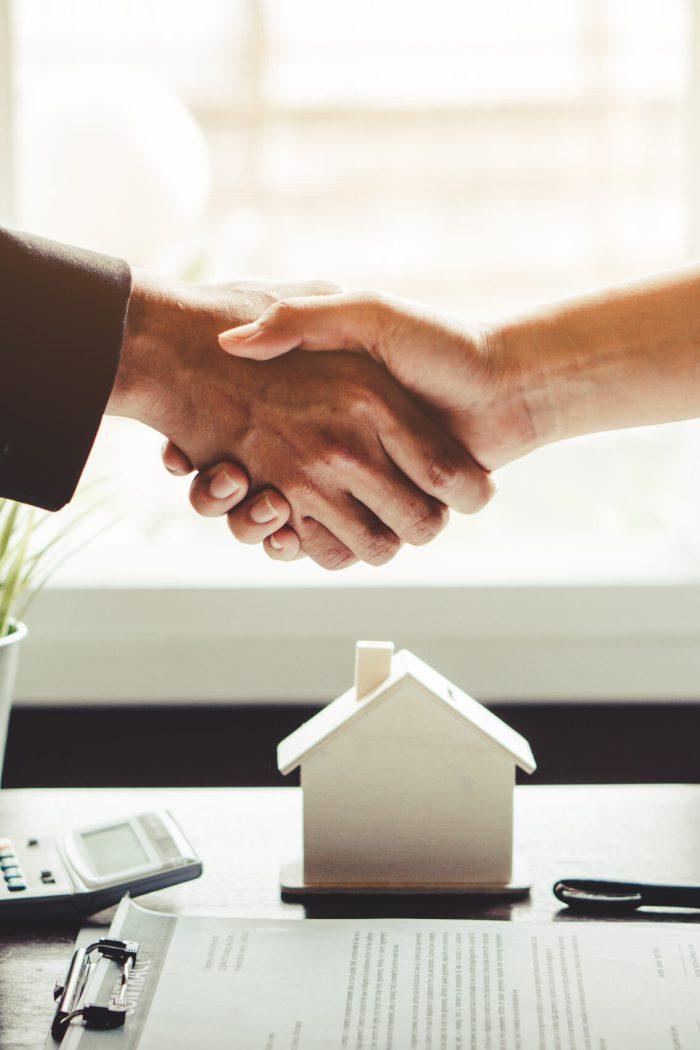 Handschlag mit Eigentümer